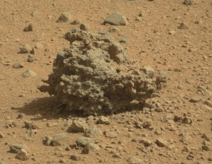 Our martian friend hanging out on the surface slowly eroding in the wind. The Curiosity rover snapped this image while driving by. Image: JPL/NASA-CalTech
