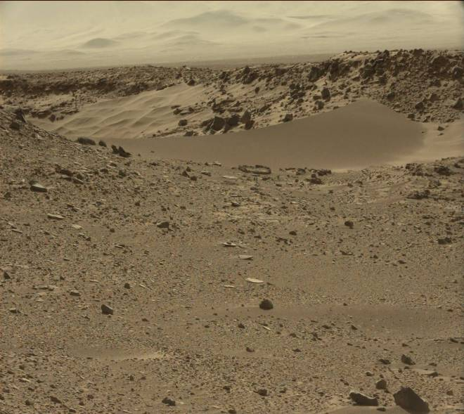 "A view of the sand dune sitting in ""dingo gap.""  Image: JPL/NASA/MSSS"
