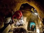 Fig. 2. Excavation in a portion of The Pit of Bones in Spain.  Image from: http://www.diariouno.com.ar/mundo/Hallaron-el-ADN-mas-antiguo-del-pariente-humano--20131204-0118.html