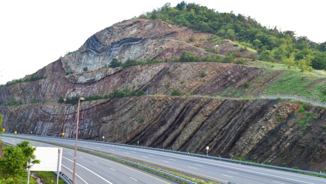Sideling-road-cut-I68-Maryland-NorthSide1600px