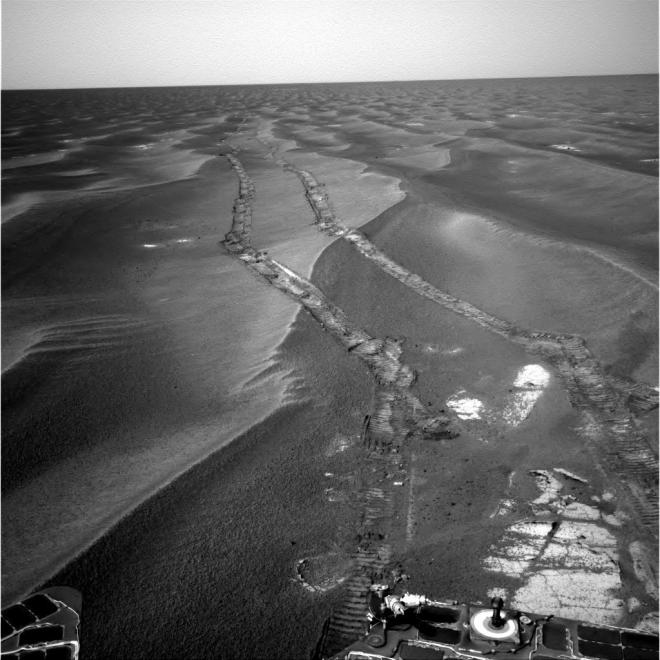 Looking back at its own tracks across the seemingly endless small dunes.  Image: NASA:JPL-caltech