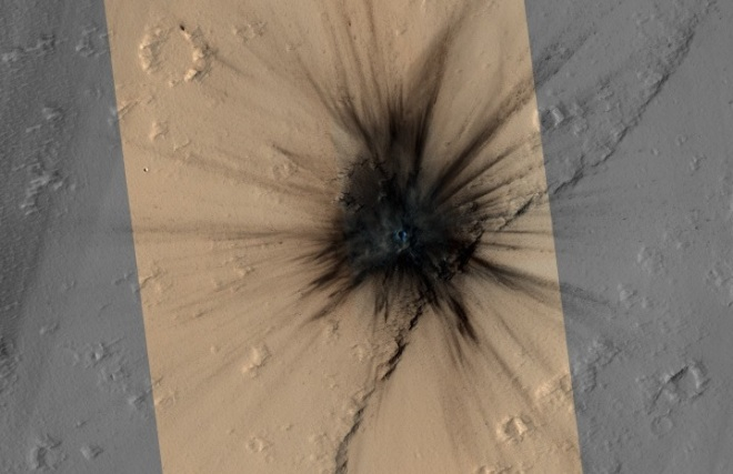 Close-up of new impact crater on Mars. Image: JPL/NASA/University of ArizonaI