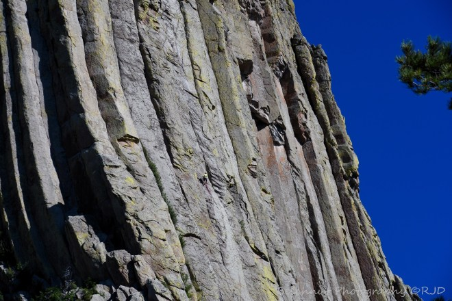 Can you see the rock climbers in the image? Photo: Joel Duff