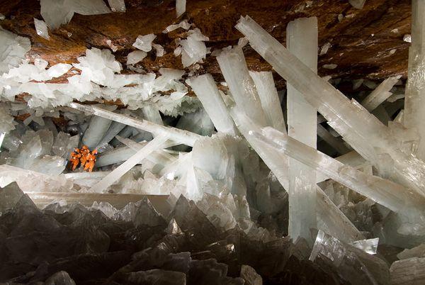 niaca-cave-gypsum-crystals2